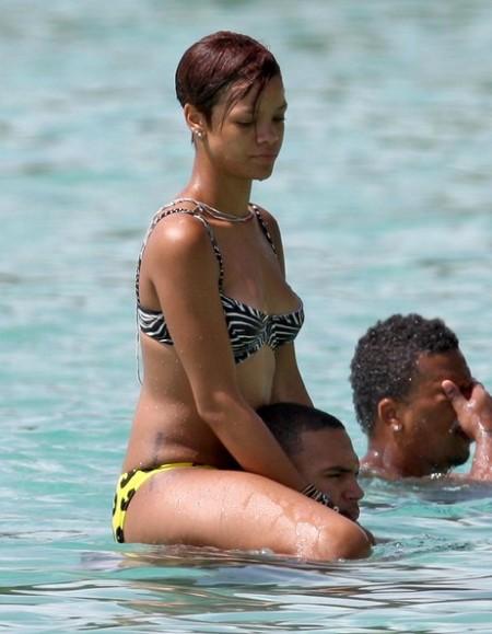 Rihanna+Chris+Brown+Frolic+Beach+Barbados+5khKHnzHVQHl